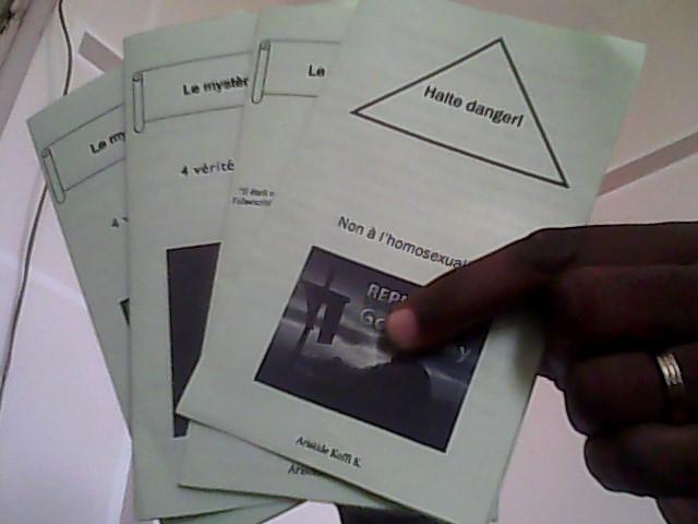 Brochures à lire (le mystère de la croix)